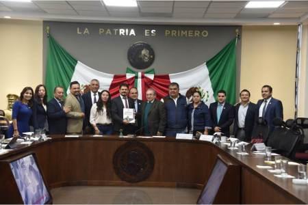 Ricardo Baptista entregó su primer informe de actividades legislativas