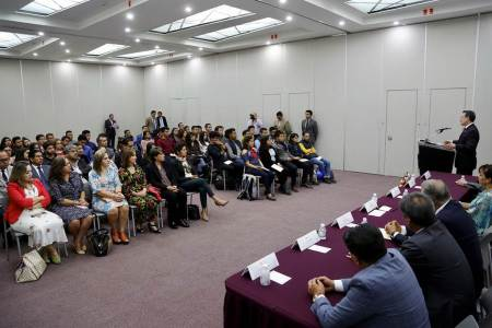 UAEH y Asociación de Mineros entregan becas a universitarios2