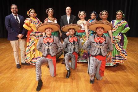 Ballet Folclórico de la UAEH representa a México en Emiratos Árabes4