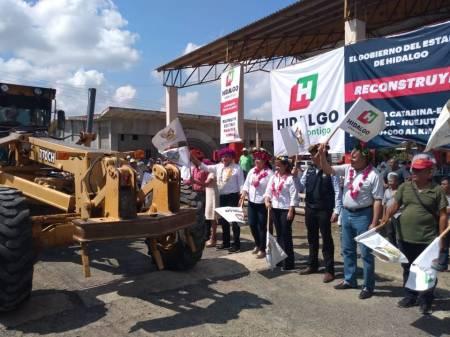 Dan banderazo de obra en Huejutla1