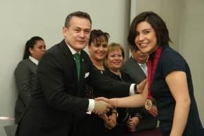 Entrega UAEH presea Adrián Pereda López a 5 alumnos