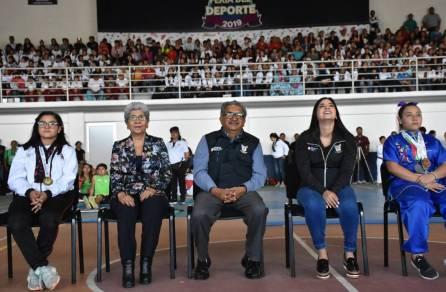 Participan estudiantes de primaria y secundaria en la Feria del Deporte 2019-1