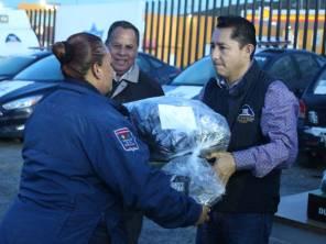 Raúl Camacho Baños realiza entrega de uniformes a policías municipales2
