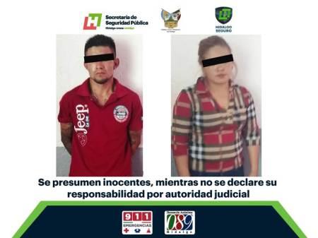 Aseguran en Ixmiquilpan a dos, tras presunto robo de camioneta.jpg