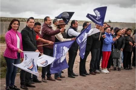 Da alcalde Raúl Camacho Baños, banderazo de obra para la construcción de pavimentación para el camino Pozos-Téllez en El Venado