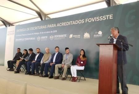 Derechohabientes de FOVISSSTE recibe escrituras en Tizayuca1