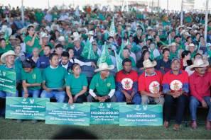 Entrega Fayad apoyos por 48.7 mdp a campesinos