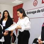 Entregan 25 títulos y cédulas profesionales a egresadas de Casa de la mujer hidalguense3