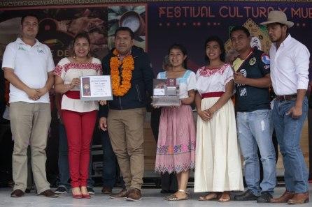 Familias hidalguenses disfrutan del cierre de festivales en el Ferro y concurso de altares4