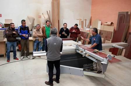 Imparten capacitación en carpintería a personal de la UAEH1.jpg
