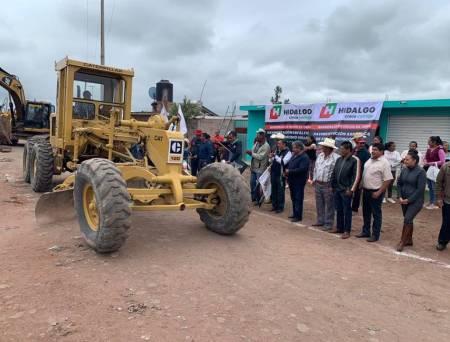 Inician trabajos de pavimentación asfáltica en avenida de Acatlán