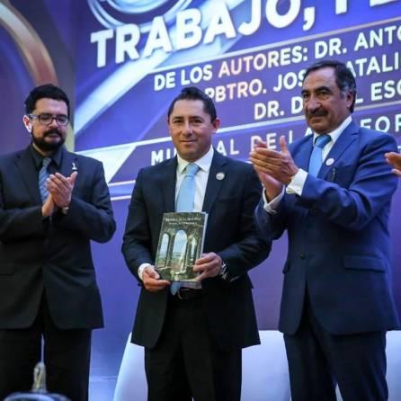 """Presenta municipio, libro """"Mineral de la Reforma trabajo, fe y territorio"""", 1"""