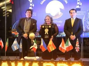 Presidenta y directora del SMDIF Tizayuca recibe galardón Gold Élite Awards1