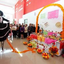 Realiza SEPH exposición fotográfica y de altares de Día de Muertos1