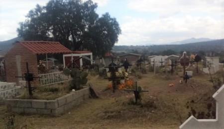 Realizan trabajos de limpieza y mantenimiento en panteones de Tolcayuca
