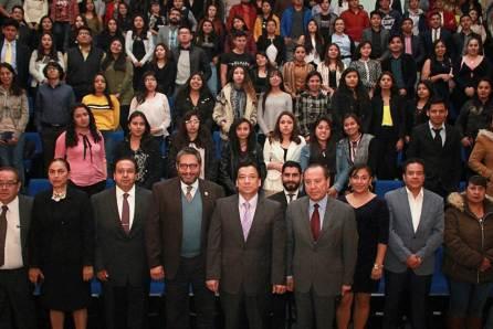 Rector de la Autónoma de Tlaxcala presenta obra editorial en UAEH2