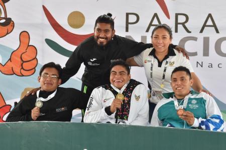 Reinicia para atletismo con medalla de oro.jpg