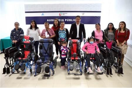 Secretario de Salud entrega apoyos a población vulnerable de varios municipios.jpg