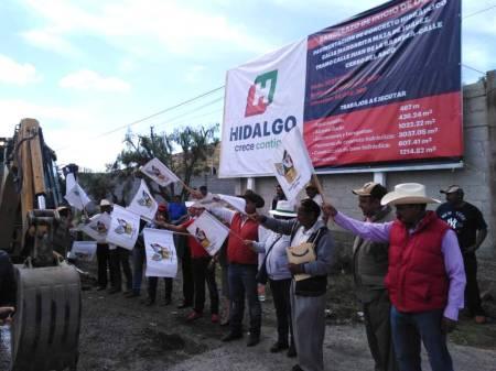 Trabajos de pavimentacion en Santiago Tlapacoya1
