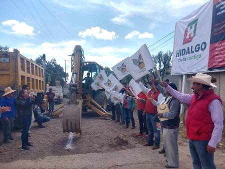 Trabajos de pavimentacion en Santiago Tlapacoya2