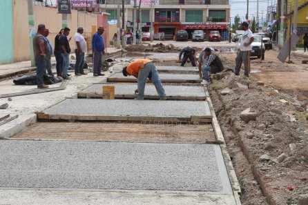 Vecinos y autoridades de Zempoala unen esfuerzos en pavimentación de calle en el área de Fraccionamientos2
