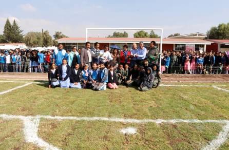 Alcalde de Tizayuca inaugura cancha de fútbol empastada y pista de atletismo en la secundaria Arnulfo Pacheco3