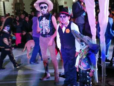 Concurso y desfile de catrinas y catrines en Zempoala13