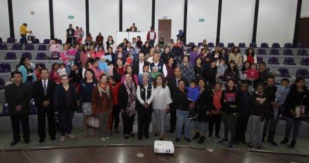 Entrega de Becas de Apoyo a la Educación Básica de Madres Jóvenes y Jóvenes Embarazadas2.jpg