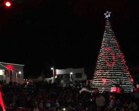 Iluminarán Santiago Tulantepec con encendidos del árbol