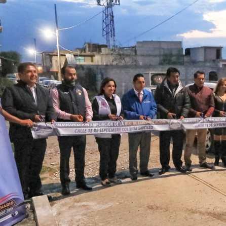 Inaugura alcalde Raúl Camacho ampliación de electrificación en El Saucillo2