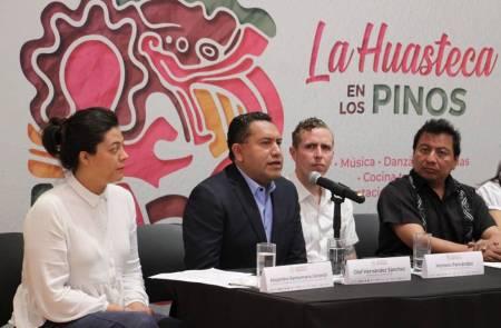 Llega La Huasteca Hidalguense a Los Pinos2.jpg