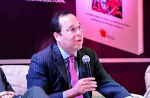 Presenta IEEH libro del Consejero Electoral del INE, Ciro Murayama2