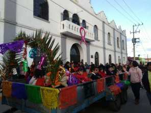 Preservan tradiciones en Tolcayuca con callejoneada alusiva al Día de Muertos