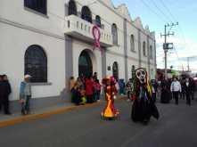 Preservan tradiciones en Tolcayuca con callejoneada alusiva al Día de Muertos5