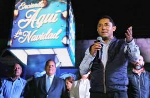 Realiza Raúl Camacho, primer encendido de árbol navideño en Santiago Jaltepec2