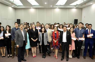 Reciben 51 alumnos de UAEH becas Teacher y Prefect1