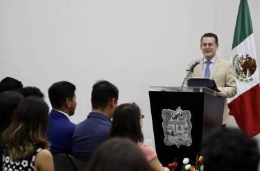 Reciben 51 alumnos de UAEH becas Teacher y Prefect6