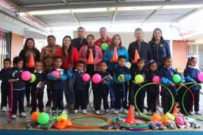 Tlapacoya y San Juan Tizahuapan reciben material deportivo
