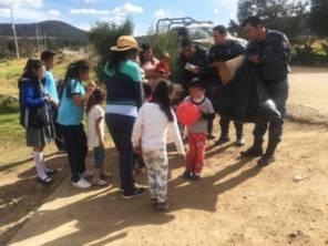 Como acciones de proximidad, policías estatales regalan juguetes a niños de zonas rurales3