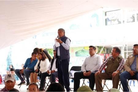 Gabriel García Rojas entrega Becas W-15 a 876 alumnos de primaria.jpg