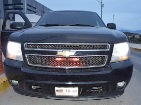 Asegura Policía Estatal camioneta con implementos de uso exclusivo de corporaciones y probable droga