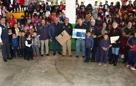 Atilano Rodríguez entregó insumos a escuelas de la región Otomí-Tepehua4