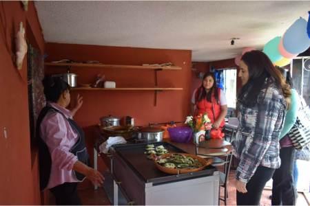 Entregan proyectos de fomento al autoempleo en Santiago Tulantepec