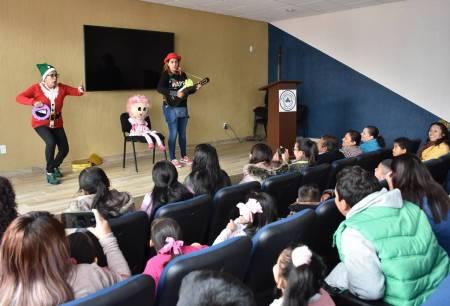 Realizan festejo de Reyes Magos con alumnos- pacientes del Hospital General de Pachuca2