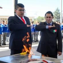 Conmemora alcalde Rául Camacho, lábaro patrio en planteles escolares 2