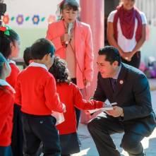 Conmemora alcalde Rául Camacho, lábaro patrio en planteles escolares 4
