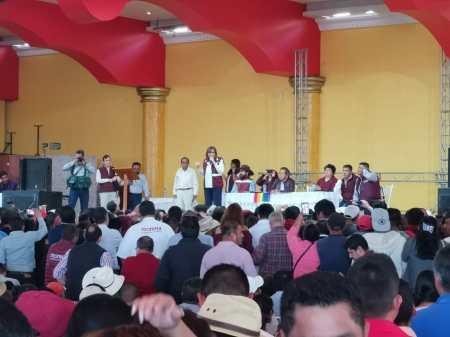Diputados locales de Morena presentes en la asamblea informativa convocada por la presidenta en funciones Yeidckol Polevnsky