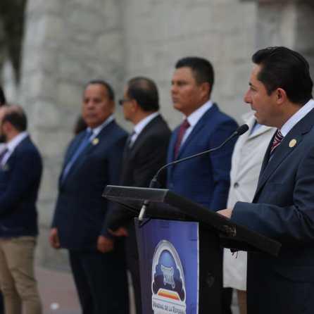 Encabeza alcalde Raúl Camacho, ceremonia cívica con motivo del 103 aniversario de la Promulgación de la Constitución3