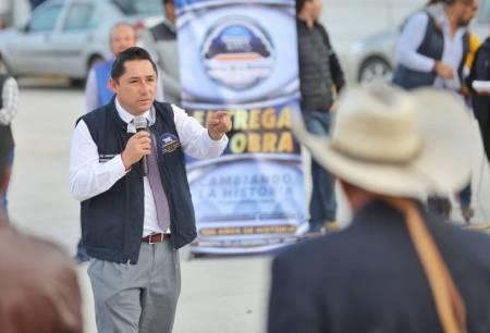 Entrega alcalde Raúl Camacho, pavimentación en Av Los Ingenieros en Los Tuzos