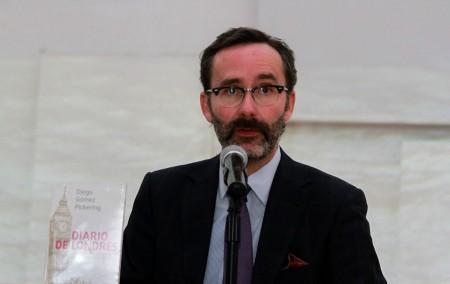 Presenta ex embajador de Inglaterra obra literaria ante alumnos del IA2
